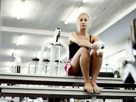 Nasıl ve ne kadar? Uzmanlar kilo kontrolü için haftada en az 2, kilo kaybı içinde haftada en az 4 kez spor yapmayı öneriyor. Spor öncesi ne çok aç, ne de tok olmalısınız. Sıvı alımını takip etmelisiniz.